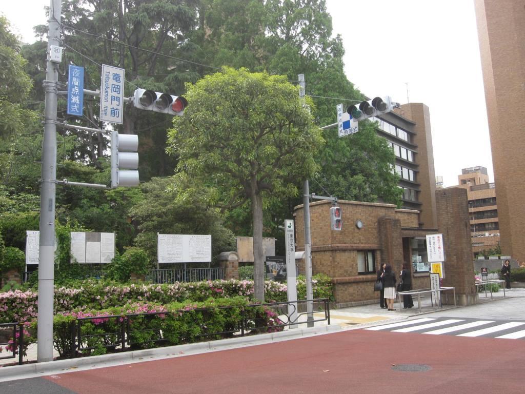 東京大学 竜岡門前